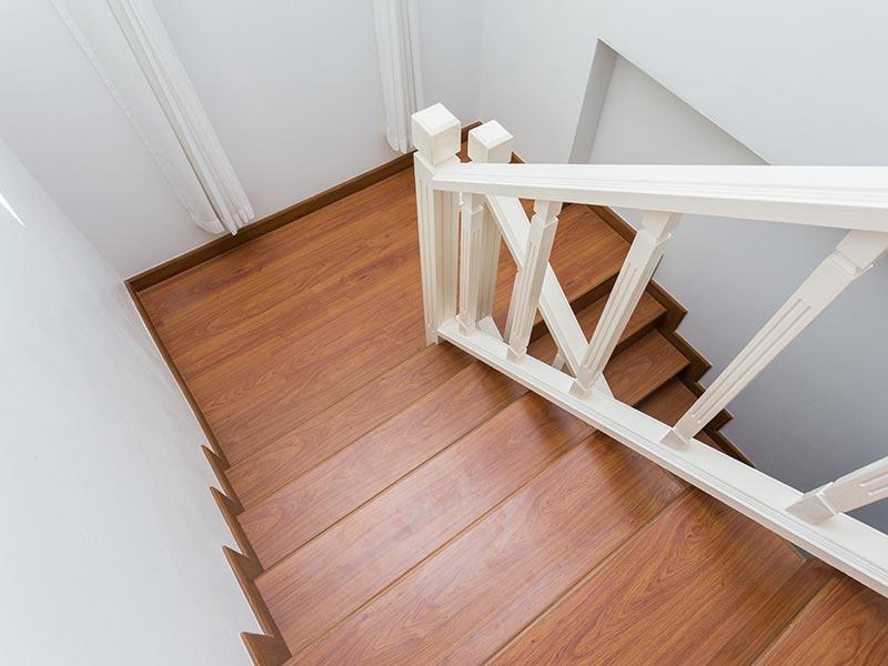 escaliers et garde-corps en bois